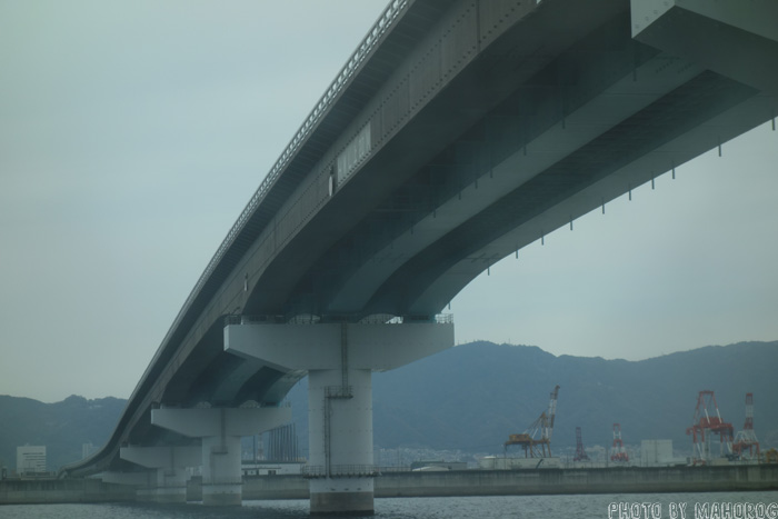 神戸関空ベイシャトル船内から神戸を望む