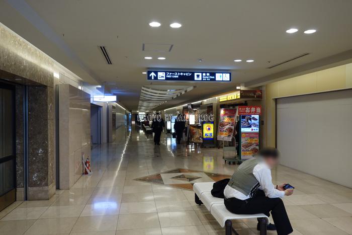 ファーストキャビン関西空港へ続く通路