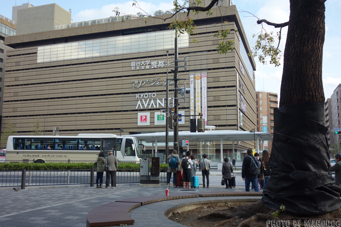JR京都駅の祭時計広場裏のベンチ