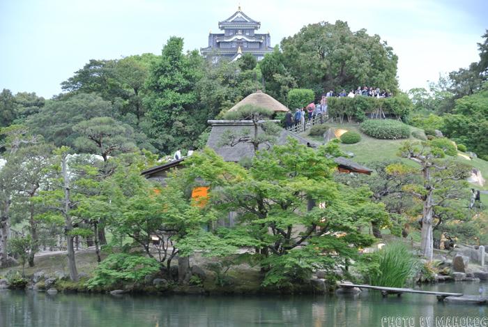 岡山後楽園の唯心山越しの岡山城