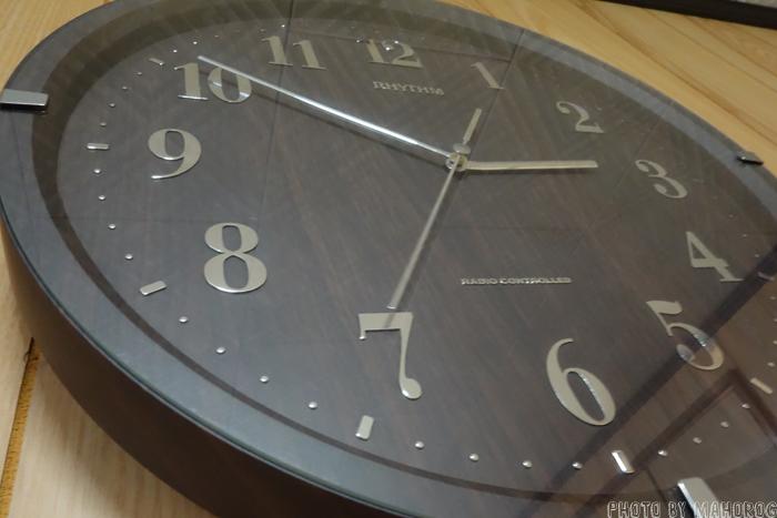 結露する前の時計のガラス面