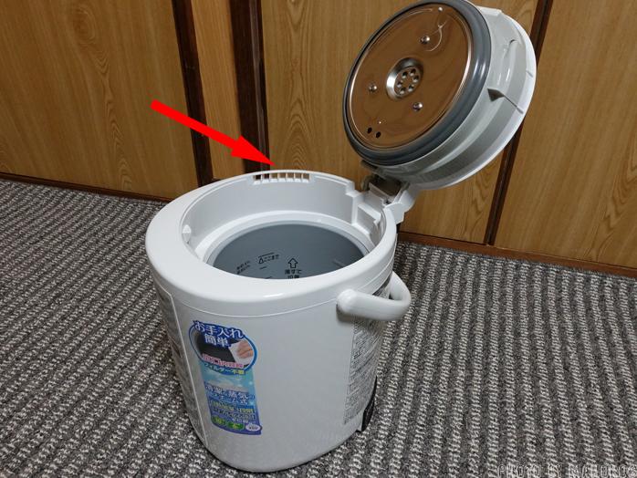 象印 スチーム式加湿器(木造~6畳/プレハブ洋室~10畳) ホワイト EE-RM35-WAのフタをあけたところ
