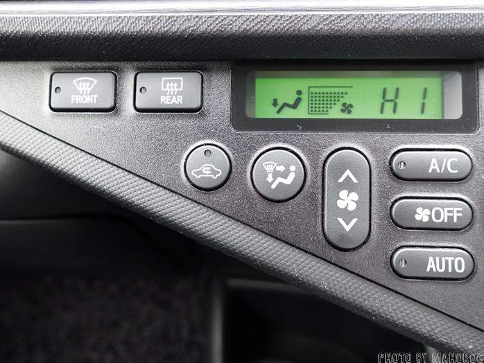 車のエアコンのコントロールパネル